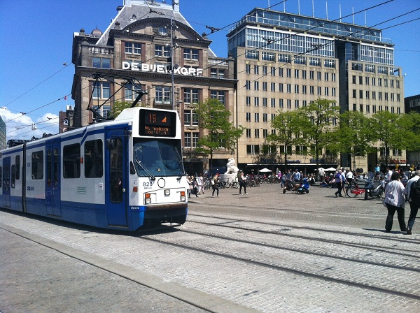 How to use public transport in Amsterdam?
