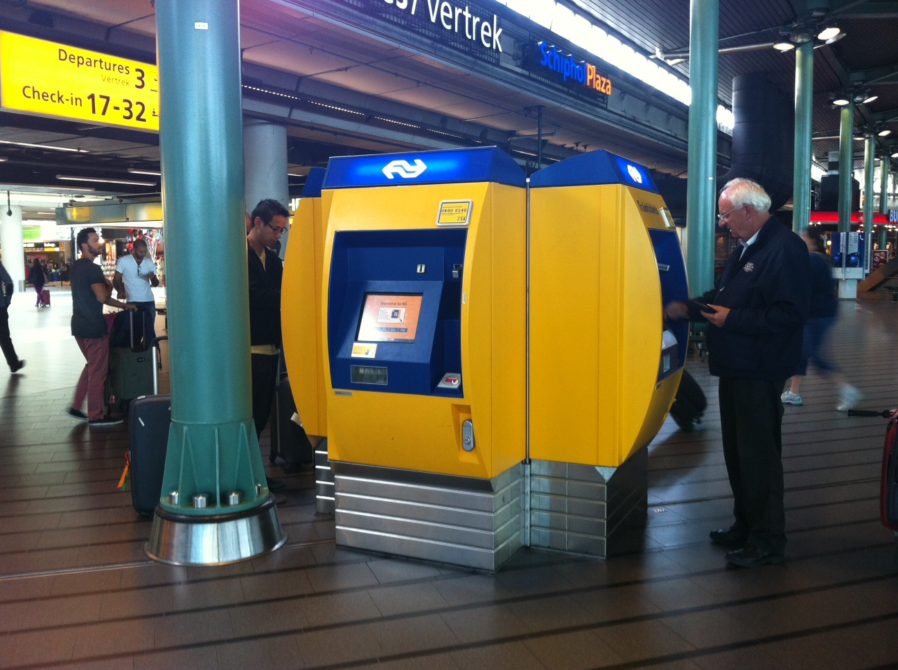 NS machine at Schiphol