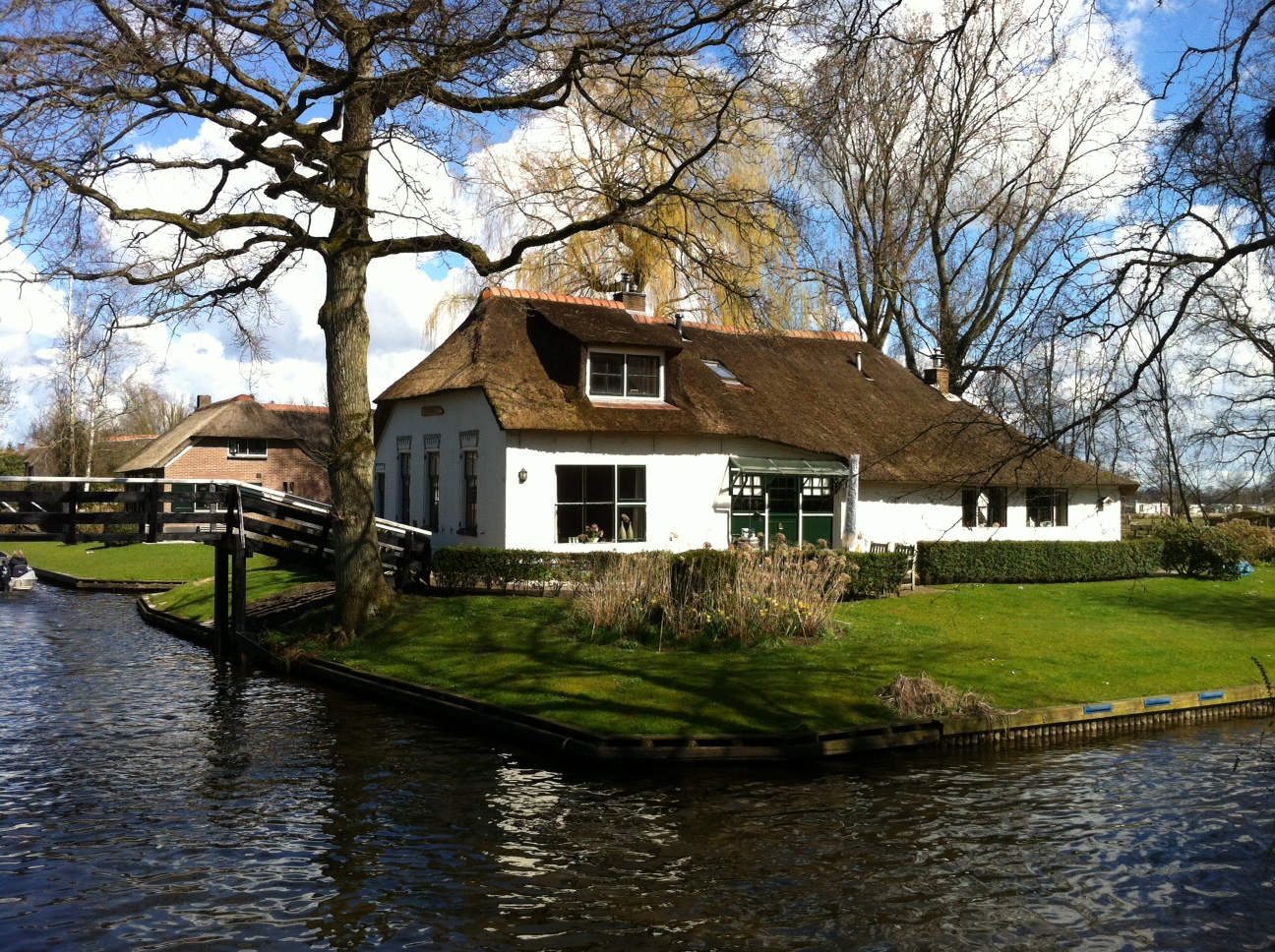 Book a tour to Giethoorn, the little green Venice of Holland
