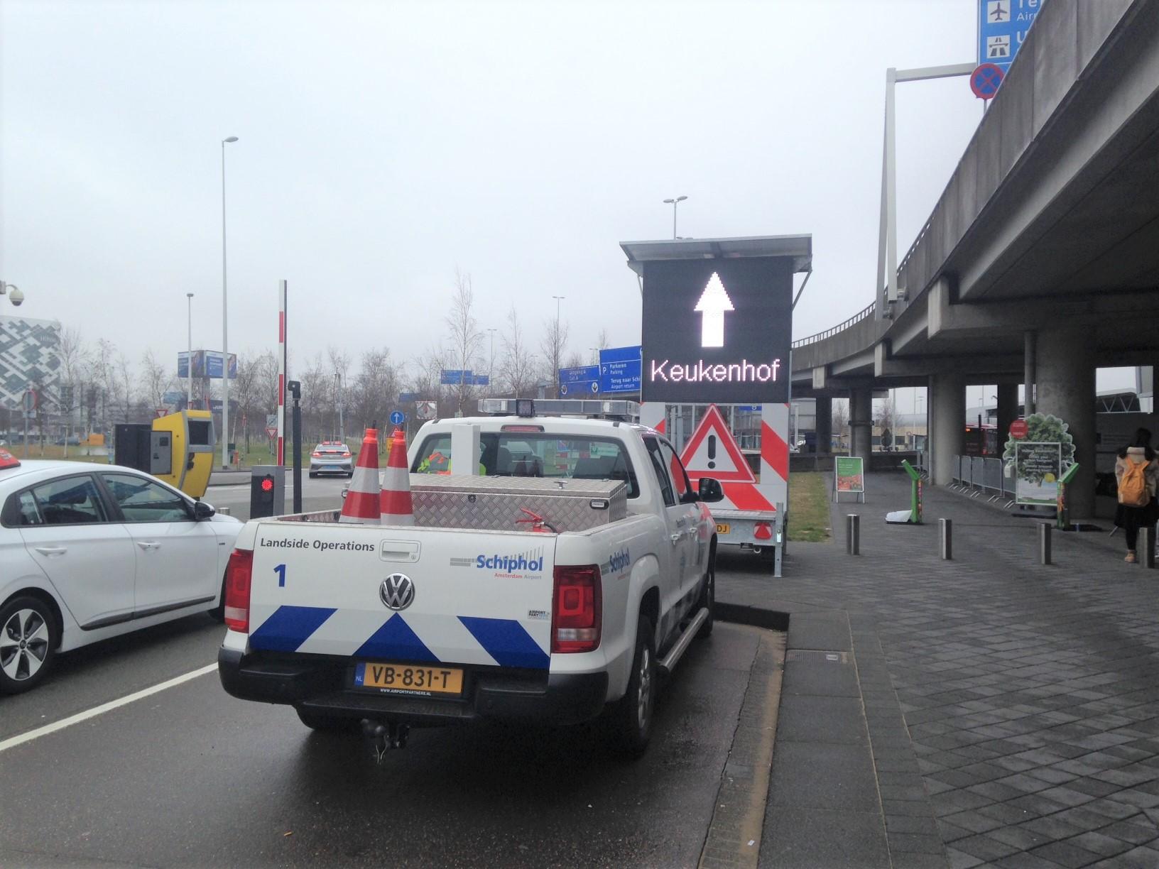 Wo man in Schiphol den Bus der Linie 858 findet