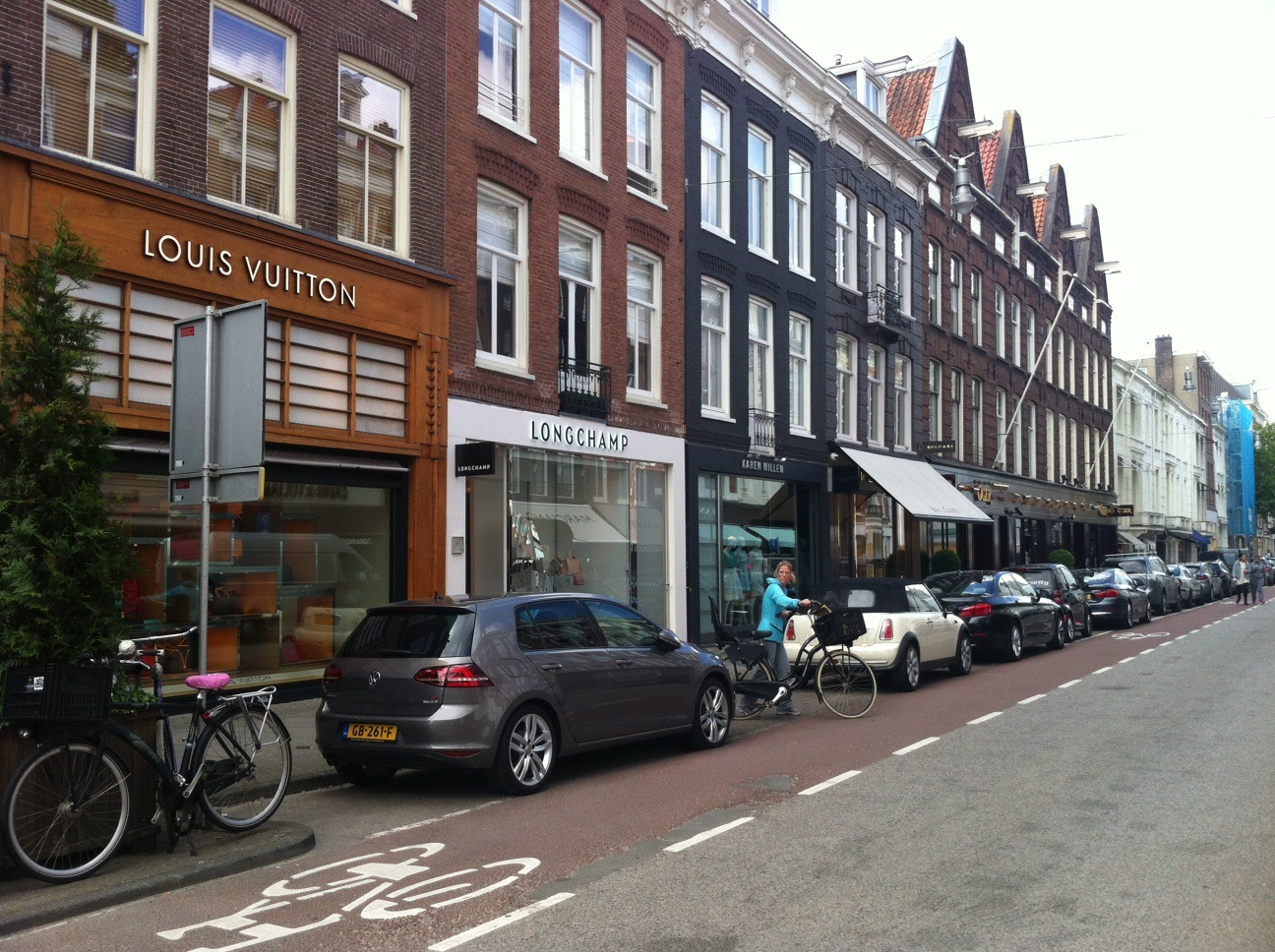 Shopping Areas Amsterdam: PC Hoofstraat, Louis Vuitton, Chanel, Gucci, Hermes, Cartier