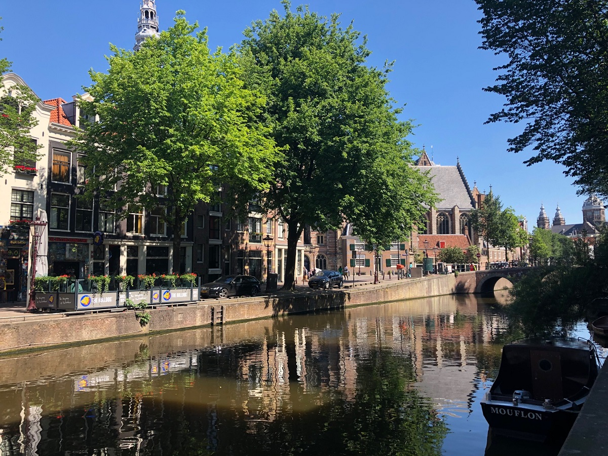 Is it safe to visit Red Light District in Amsterdam?